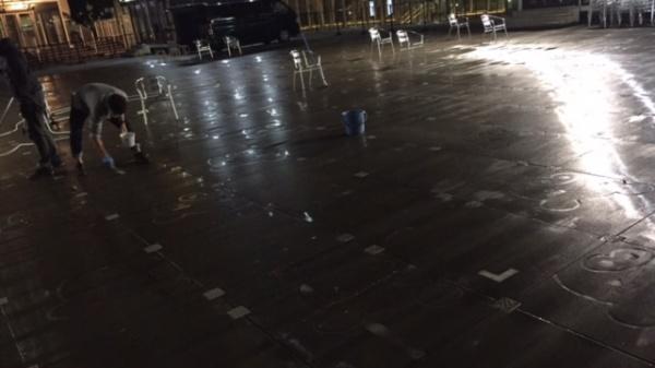 コンクリートの汚れ落とし(木アクの染み)2