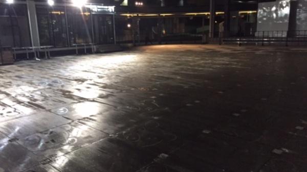 コンクリートの汚れ落とし(木アクの染み)3