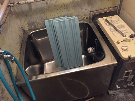 風呂釜の交換方法の解説。その1