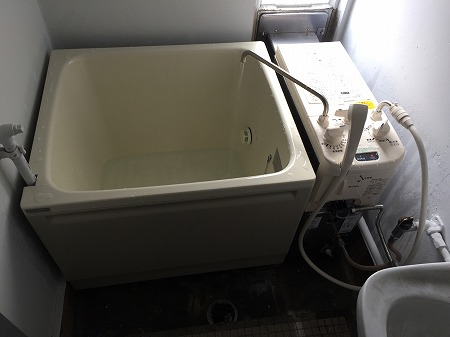 風呂釜&浴槽の新規取り付け工事【公営住宅 in 瀬谷区】3