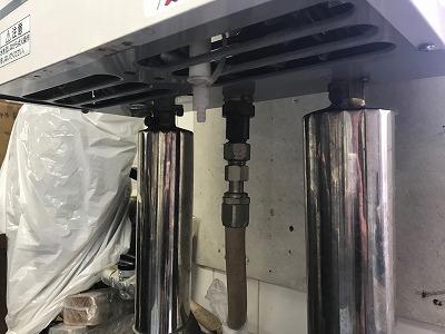 ですが、リンナイ製RUXC-V1615SWF-HPは、間接的に吸わせるのではなく、排気ダクトに直結させる必要があります。