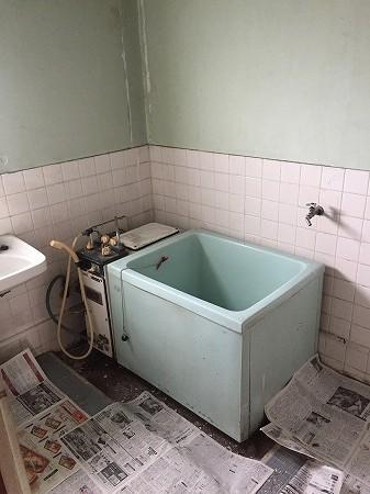 横浜市緑区にある竹山団地にて、バランス釜からホールインワン給湯器へのリフォーム工事を行いました。