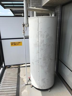 電気温水器の撤去処分作業の様子です。