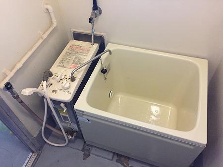 バランス釜から壁貫通型給湯器へのリフォーム工事【府中市栄町】その1