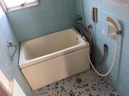 壁貫通型給湯器から壁掛け給湯器へのお取り替え工事【国分寺市】1