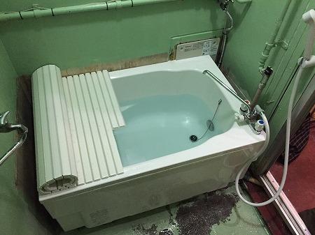 バランス釜から広い浴槽のホールインワンへの交換・リフォーム工事【都営住宅 in 江東区東雲】お得な費用でお取替え可能。その施工事例をご覧ください。その7
