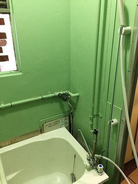 バランス釜から広い浴槽のホールインワンへの交換・リフォーム工事【都営住宅 in 江東区東雲】お得な費用でお取替え可能。その施工事例をご覧ください。その6