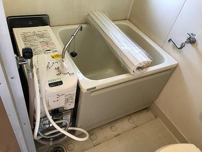 ガス釜&浴槽のお取替え工事【東京都中野区】ガス釜とは、ここではバランス釜のことを指します。この写真は、その時の工事の様子です。その3
