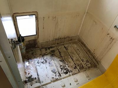 ガス釜&浴槽のお取替え工事【東京都中野区】ガス釜とは、ここではバランス釜のことを指します。この写真は、その時の工事の様子です。その2