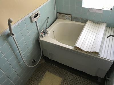 バランス釜のリフォーム工事【都営住宅 in 東京都町田市】バランス釜のリフォーム工事は、経験豊富な当社にお任せください。お得な費用と確かな工事で、快適なお風呂をご提供いたします。こちらは施工写真です。その6