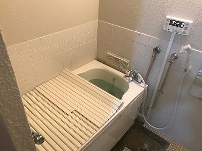 お風呂の新規設置【県警公舎 in 川崎市】お風呂の新規設置業者をお探しなら、団地風呂釜専門店の当社にお任せください。お得な費用で確実な工事を行います。4