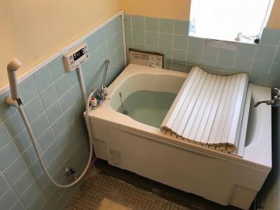 バランス釜のリフォーム工事【都営住宅 in 東京都町田市】バランス釜のリフォーム工事は、経験豊富な当社にお任せください。お得な費用と確かな工事で、快適なお風呂をご提供いたします。こちらは施工写真です。その7