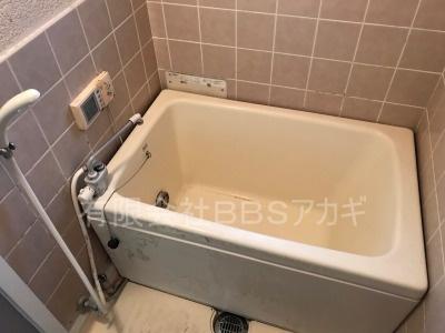 ガスターHOL-1600DA&浴槽セットのお取り替え工事【横須賀市湘南鷹取】故障したガス給湯器のお取り替え工事の施工実績です。その1