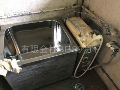 ガスターKG-808BFK-SH2(風呂釜)の交換工事【県営住宅 in 横浜市瀬谷区】ガスターKG-808BFK-SH2はバランス釜と呼ばれる風呂釜です。当社であれば、お得な費用でお取り替えが可能です。ご依頼の前に、まずは当社の施工実績をご覧ください。その1