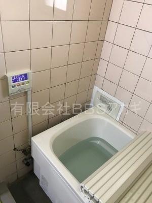 ガスター製給湯器「HOL-80D」の交換工事【東京都中野区南台】ガスター製HOL-80Dは、壁貫通型給湯器です。一般のご家庭についている壁掛け給湯器とは別物です。主に団地に設置されていることの多い機種です。施工時のお写真をご覧ください。No.7