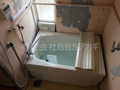バランス釜からカベピタへのリフォーム工事の様子【都営住宅 in 西東京市芝久保町】リフォームにかかる費用は、工事費込みでもリーズナブルです。まずはこちらをご覧ください。その6