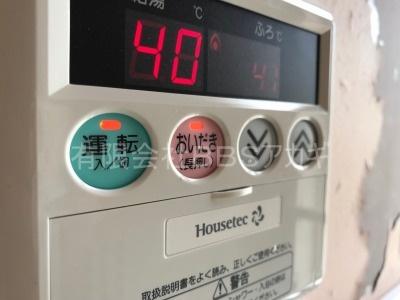 バランス釜からカベピタへのリフォーム工事の様子【都営住宅 in 西東京市芝久保町】リフォームにかかる費用は、工事費込みでもリーズナブルです。まずはこちらをご覧ください。その5