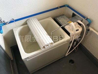 市営住宅に風呂釜を設置すると、こんな感じの仕上がりとなります。 団地用風呂釜の新規設置工事【市営住宅 in 三浦市初声町】