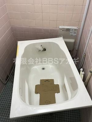 バランス釜からのリフォームに使用する、専用浴槽の写真。