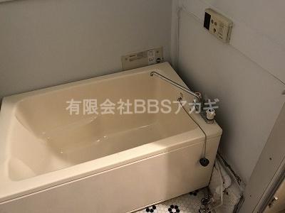 壁貫通型給湯器を共用ダクトへ設置することは、絶対にダメです!