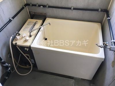 交換前の現在のお風呂の写真です。
