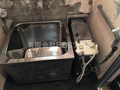 こちらはお取り替え前のバランス釜とステンレス浴槽のセットです。