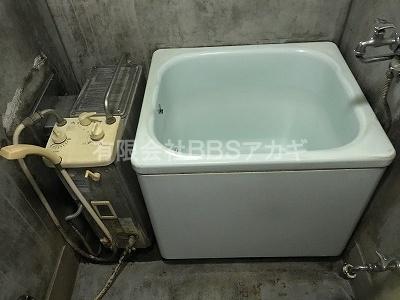 交換前の風呂釜とホーロー浴槽のセット