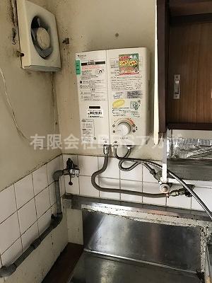 キッチンのガス湯沸かし器を撤去します。|お風呂と湯沸かし器の撤去・処分【公務員住宅 in 横浜市旭区】