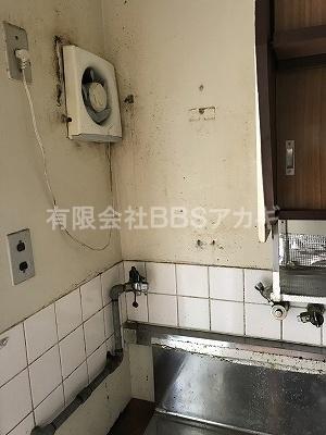 ガス湯沸かし器を撤去したあとの写真です。|お風呂と湯沸かし器の撤去・処分【公務員住宅 in 横浜市旭区】