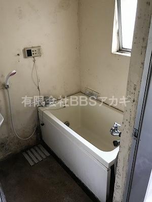 お風呂も撤去します。|お風呂と湯沸かし器の撤去・処分【公務員住宅 in 横浜市旭区】