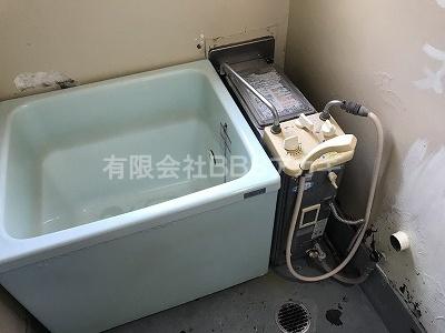 写真右側が、現在設置されているガス釜です。|ガス釜のお取り替え工事【都営住宅 in 東京都新宿区】