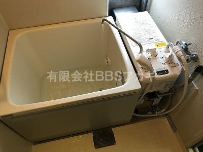 バランス型風呂釜と浴槽です。|お風呂の新規取り付け工事【県営団地 in 平塚市】