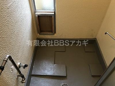 風呂釜を設置する前のお風呂場の写真です。 団地用のお風呂の新規取り付け工事【市営住宅 in 横須賀市】