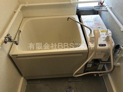 フロ釜と浴槽が設置されました。 団地用フロ釜の新規取り付け工事【県営住宅 in 横浜市保土ヶ谷区】