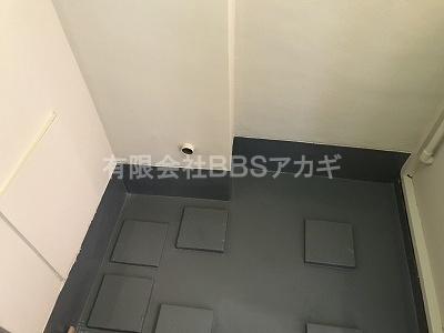 浴槽をセットする前のお風呂場の写真です。|団地用シャワー&広い浴槽セットの新規取り付け工事【都営住宅 in 東京都中野区】