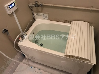 広くて低くてまたぎやすいお風呂の設置工事、完成です!|団地のお風呂を広くて低いタイプに交換する工事【市営住宅 in 川崎市】