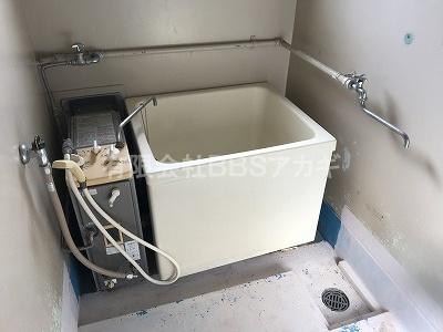 現在設置されているお風呂セットです。|団地のお風呂を広くて低いタイプに交換する工事【市営住宅 in 川崎市】