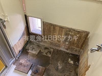 バランス釜&浴槽セットを撤去します。|バランス釜からホールインワンへのお取り替え工事【都営住宅 in 東京都江東区】